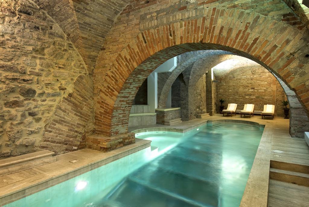 Как соорудить бассейн в подвале загородного дома
